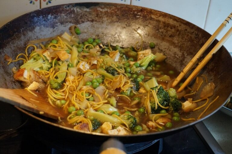 Use wok to prepare a healthy meal